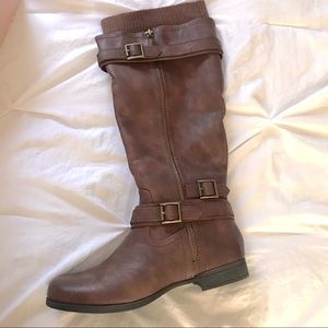 Super cute brown boots !!